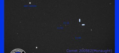 Εικόνα του κομήτη Ε2 (McNaught) στις 20 Νοεμβρίου 2005, από τον Μάνο Καρδάση.