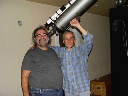 Ο πανευτυχής ιδιοκτήτης του τηλεσκοπίου, Frederick N. Ley και ο Ιάκωβος Στέλλας.