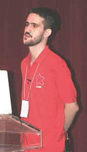 Ο Παναγιώτης Αντωνόπουλος παρουσιάζοντας την δημόσια ελληνική αστρονομική εγκυκλοπαίδεια. (φωτ. Ιάκωβος Στρίκης)