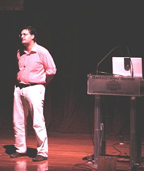 Ο Αριστείδης Βούλγαρης κατά την διάρκεια της παρουσίασής του. (φωτ. Μάνος Καρδάσης)